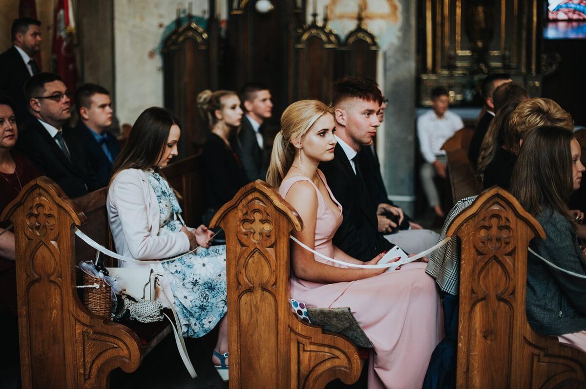 Ślub Eweliny i Marcina w kościele Św. Zygmunta w Szydłowcu oraz wesele w Restauracji Ballaton. Elegancki ślub w stylu glamour.